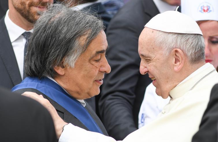 Papale papale: l'onore è tutto suo